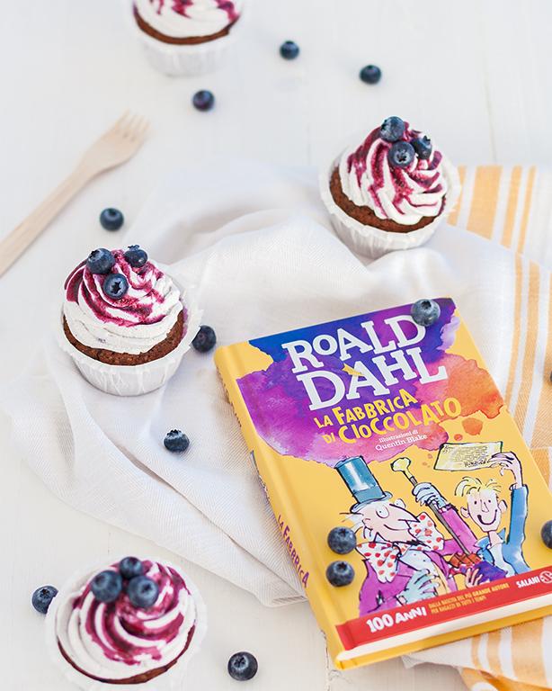 cupcake ai mirtilli e libro