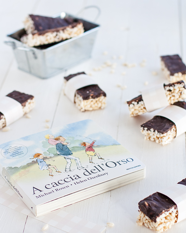 snack riso soffiato al cioccolato e libro