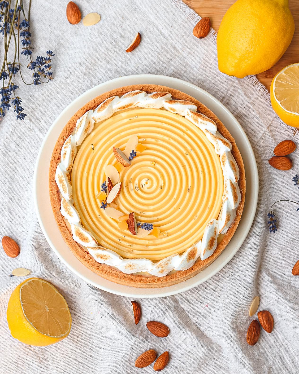crostata al limone moderna vista dall'alto